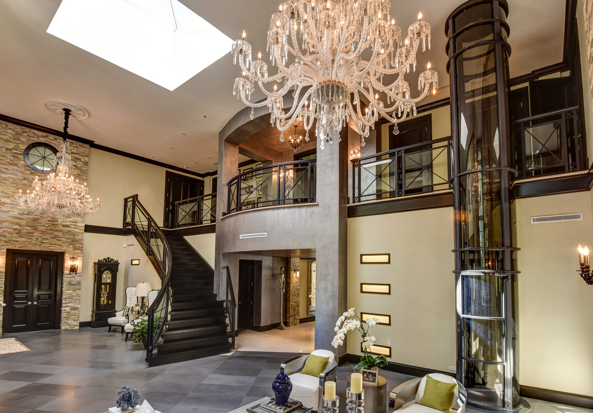 Luxury home elevators ni including pneumatic vacuum lifts for Luxury home elevators
