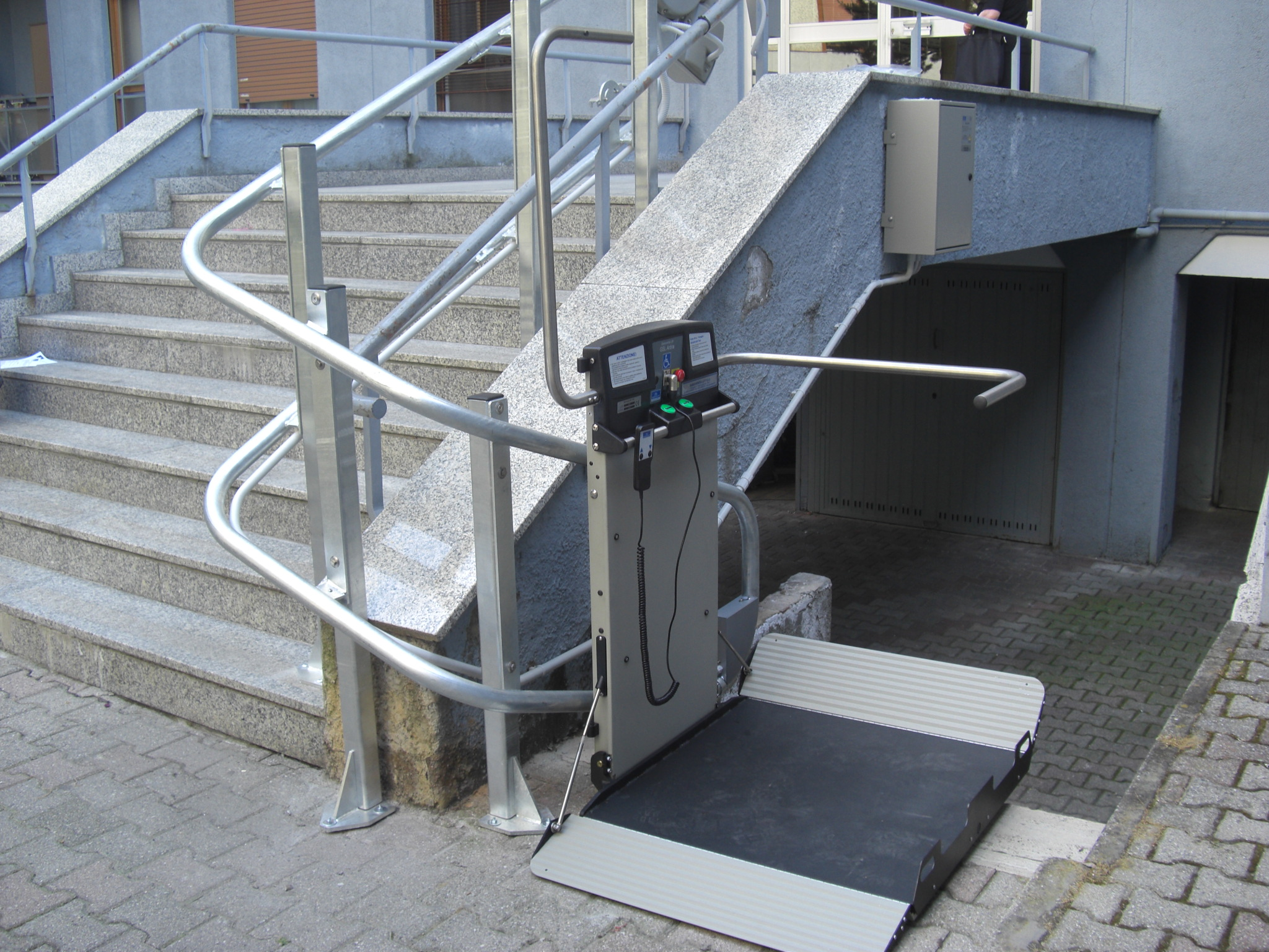Artira Curved Platform Wheelchair Lift
