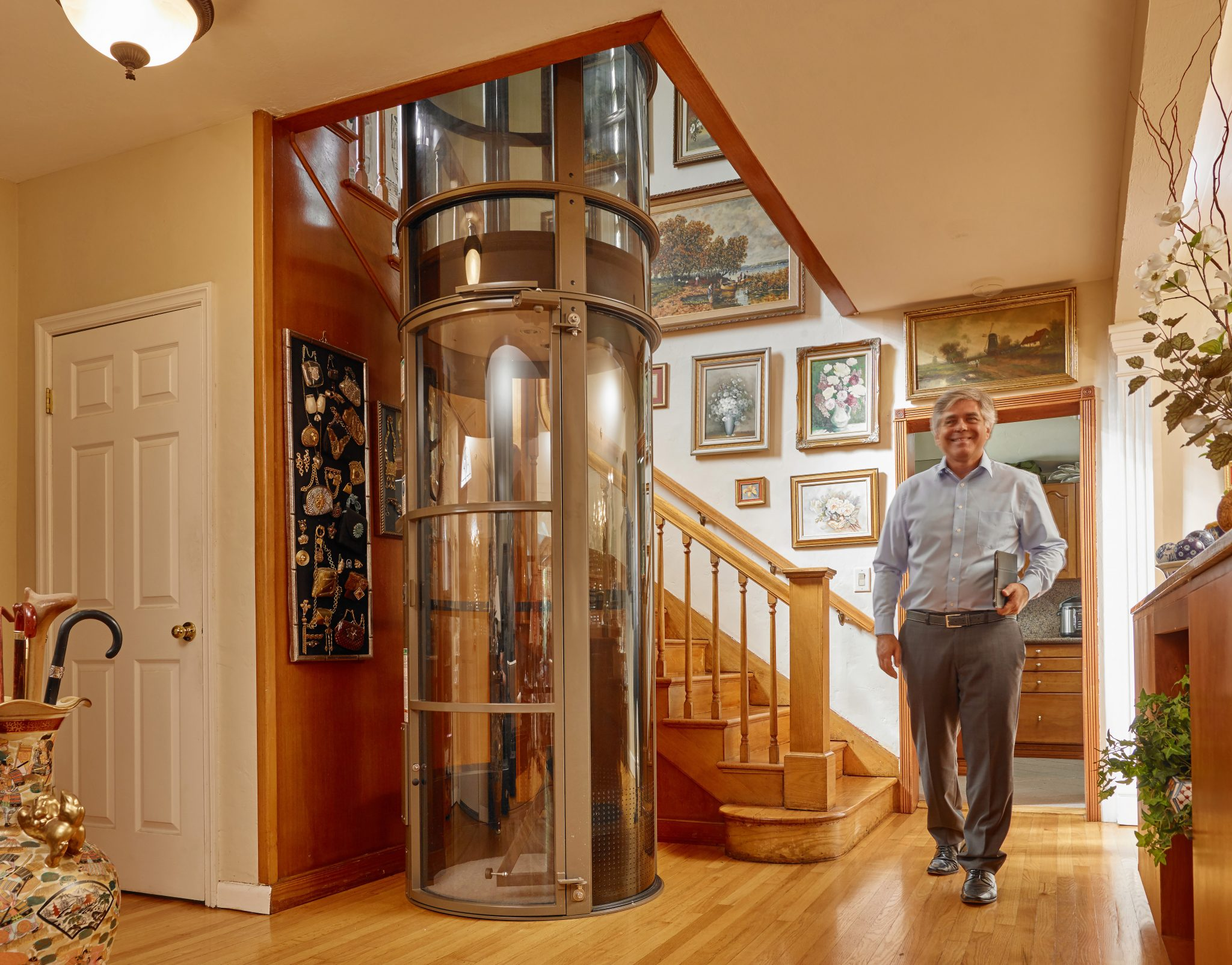 Pneumatic vacuum elevator luxury lift by xpress lifts for Luxury homes with elevators