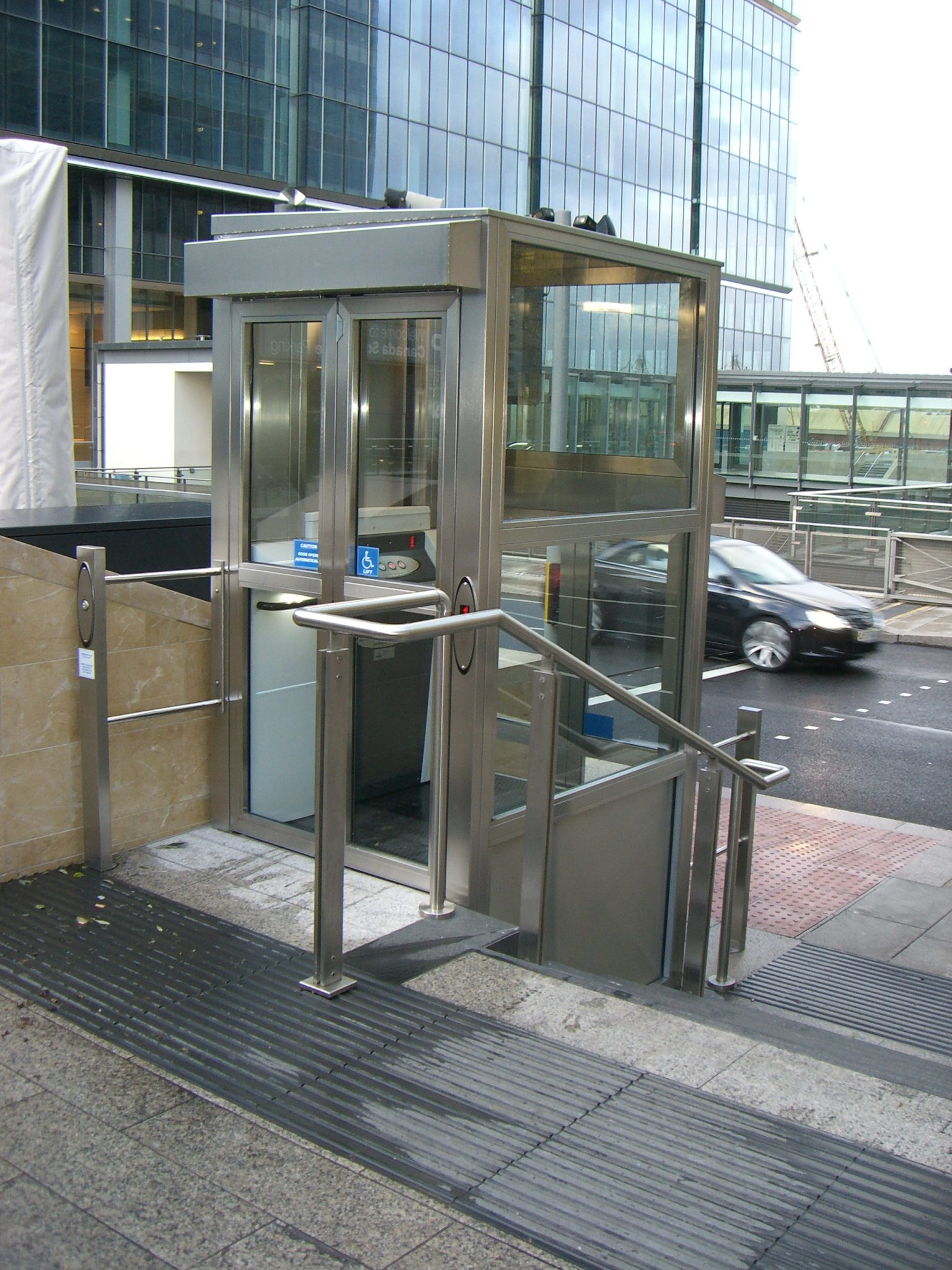Vertical Enclosed Platform Wheelchair Lift